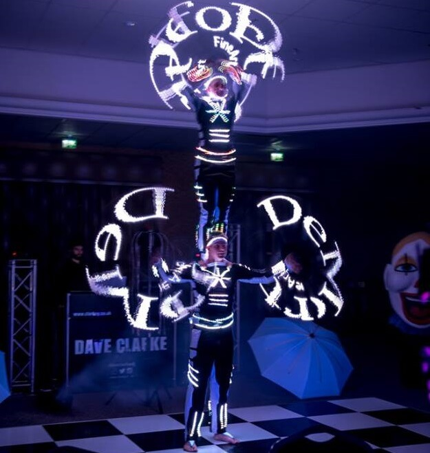 LED Acrobatic Show (Nero)