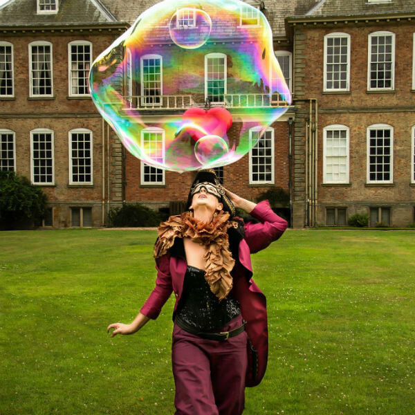 Bubble Performers (Bubbleologist)