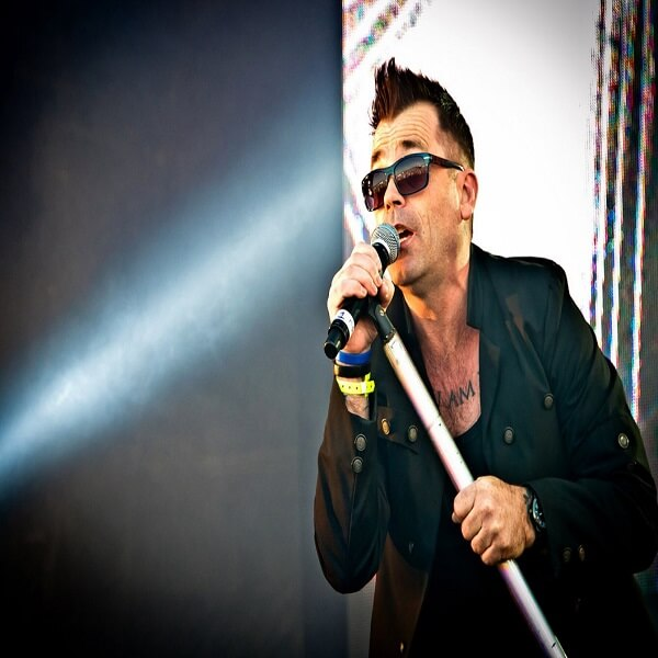 Robbie Williams Tribute Singer