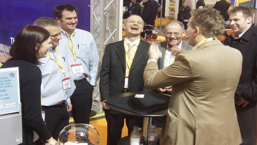 The key to boost footfall at your stand: trade show magicians